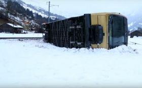 Из-за урагана Элеонор в Швейцарии сорвало поезд с рельс, видео