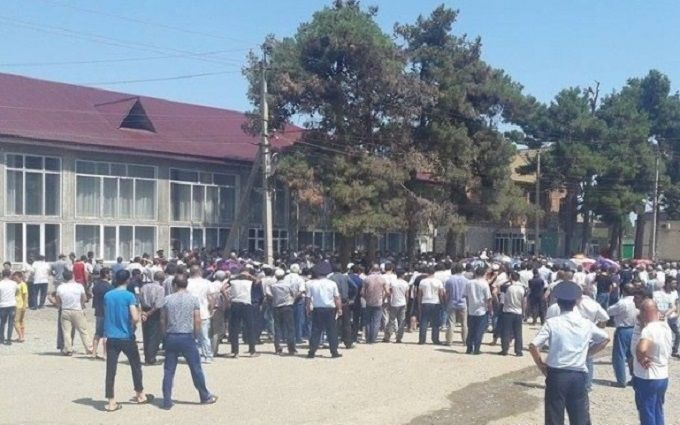 На Одещині спалахнув бунт через вбивство 8-річної дівчинки: з'явилися фото і відео