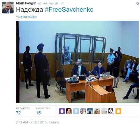 Під час засідання суду Савченко наділа на голову пакет