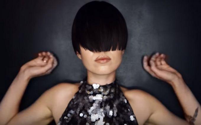 Слепая судьба, которая объединяет людей: Mari Cheba выпустила новый чувственный клип