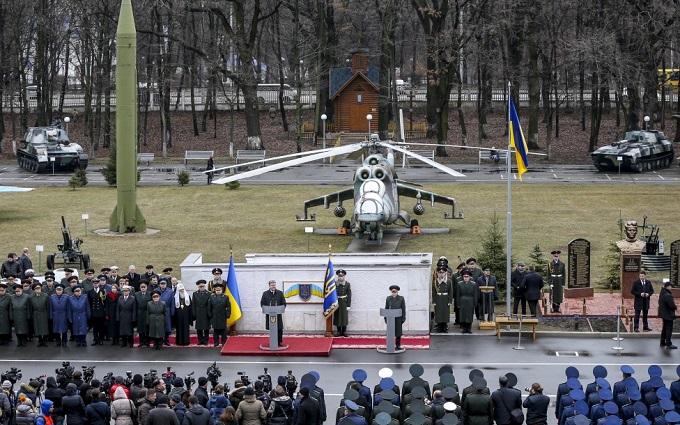 Порошенко оценил угрозу новых боев на Донбассе