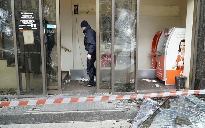 Украинцы высказались по поводу нападений на российские банки - опрос