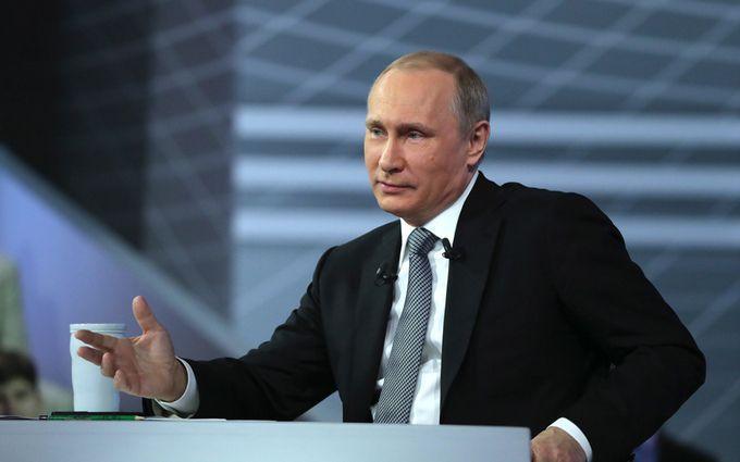 Соцмережі насмішив сумний Путін, який розглядав яйце Фаберже: з'явилося відео