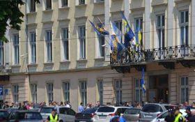 Столкновения во Львовском облсовете: пострадали 11 полицейских