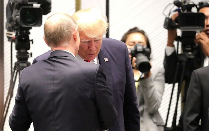 Сенат США разработал план, чтобы узнать содержание частной беседы Путина и Трампа
