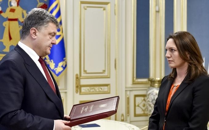 Порошенко передал жене Гонгадзе награду для покойного мужа