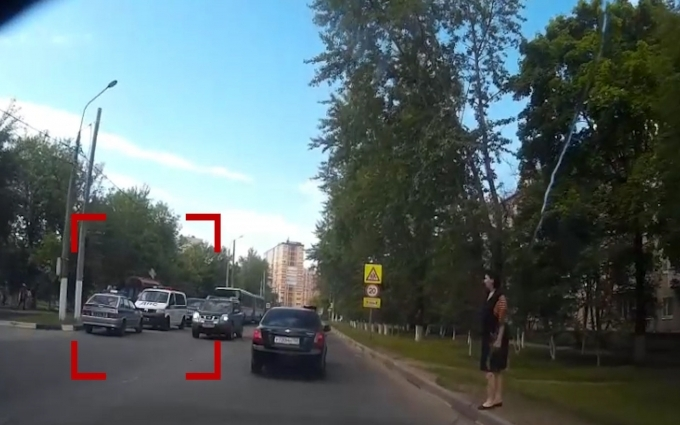У Росії син екс-міністра на дорогому BMW влетів у зупинку: опубліковані фото і відео