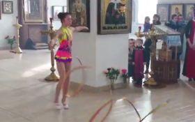 Переселенка из Донецка устроила странный танец в российской церкви: появилось видео