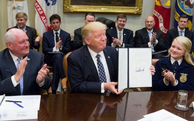 Трамп подписал оборонный бюджет США на 2019 год: сколько выделят на помощь Украине