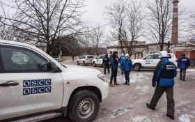 """Пьяный боевик """"ДНР"""" напал на авто наблюдателей ОБСЕ"""