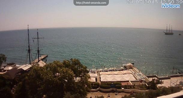 Пик несезона: в сети показали новые фото пустых пляжей в оккупированном Крыму (2)