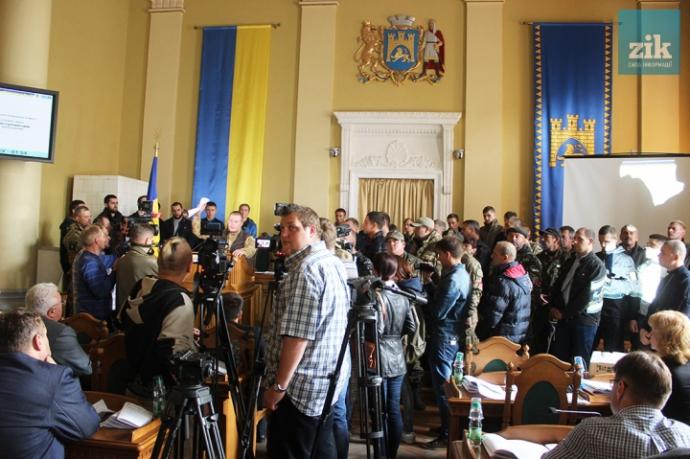У Львові бійці АТО змусили міськраду закритися: з'явилося фото (1)