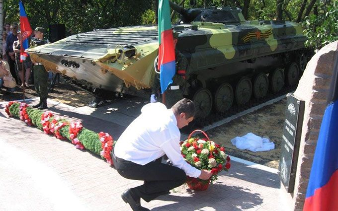 В окупованій Горлівці поставили пам'ятник бойовикам ДНР: з'явилися фото