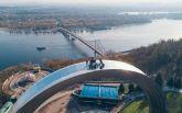 У Києві руфери влаштували екстремальний підйом на Арку Дружби народів: видовищні фото і відео
