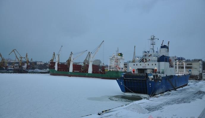 Из-за непогоды в Одессе закрыли часть морских портов