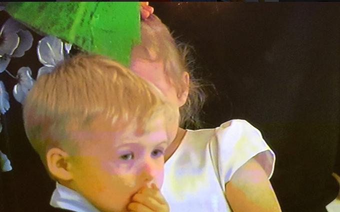 Маленька дівчинка розплакалася через Путіна: опубліковані фото (1)