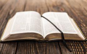 В Україні вперше переклали частину Біблії мовою жестів