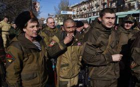 Как в России набирают наемников на Донбасс: соцсети возмутило фото