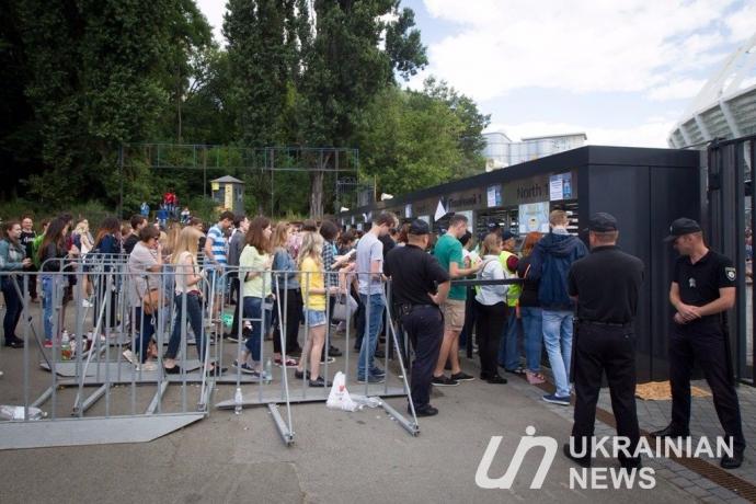 Концерт Muse в Києві підірвав соцмережі: опубліковані відео та смішні фото (1)