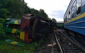 Зіткнення потягів під Кам'янцем-Подільським: з'явилися відео з місця подій