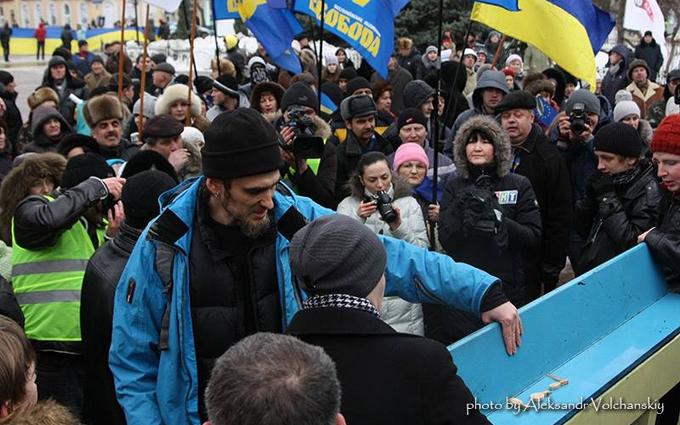 После пыток спина у меня была цвета флага ДНР - волонтер о захвате Донбасса