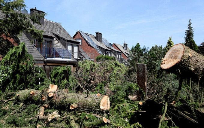 Германией пронесся мощный торнадо: опубликованы шокирующие фото