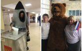 Людина-ракета та ведмідь: в мережі показали, як проходять вибори президента Росії