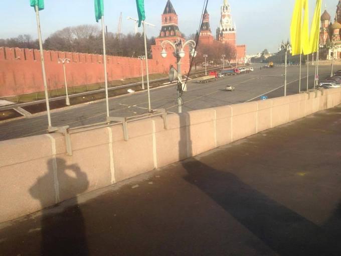 В Москве снова разгромили Немцов мост: опубликовано фото (2)