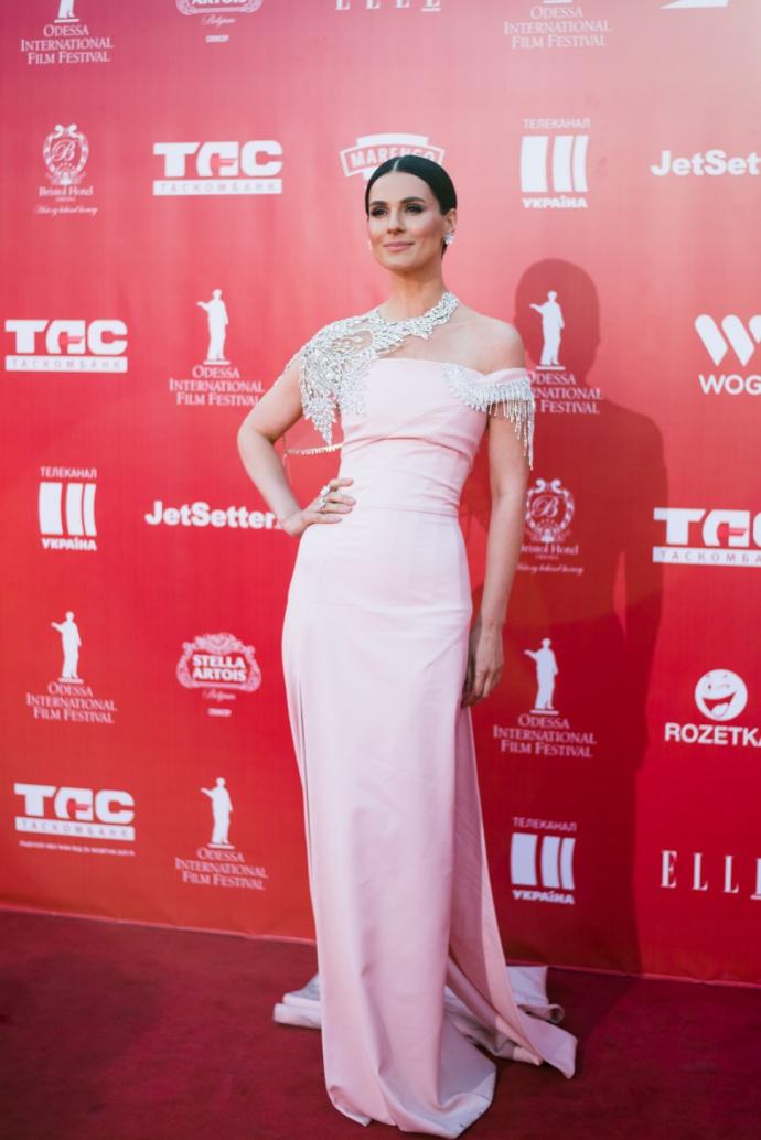 Українська телеведуча вразила розкішною сукнею: опубліковані фото (1)