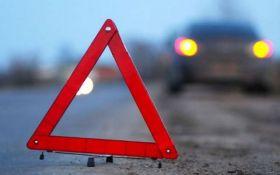 Військова вантажівка зіткнулася з автобусом з шахтарями на Донбасі, є постраждалі