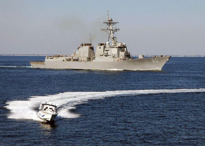 Есмінець США екстрено направили у Чорне море - що сталося