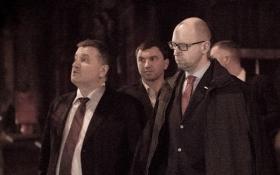 Торги по Кабмину: появилось видео прогулки Яценюка после переговоров