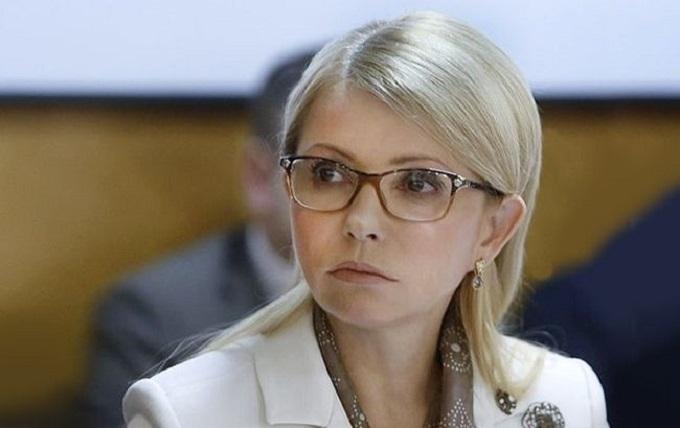 Тимошенко з молодиком зняли перед рейсом до Європи: з'явилися фото