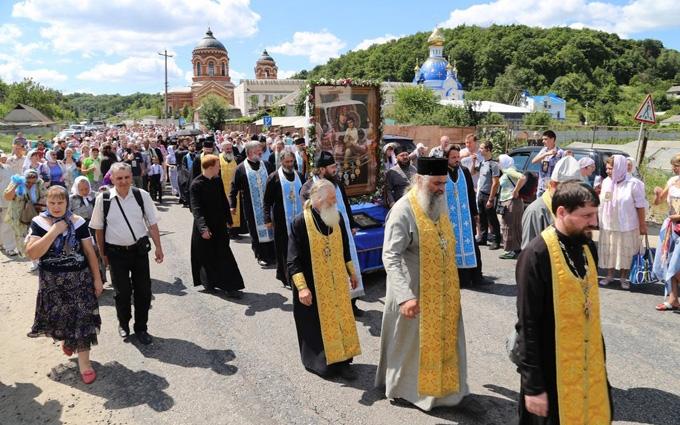 Хресну ходу на Київ не пропустили в центр Житомира: з'явилися відео