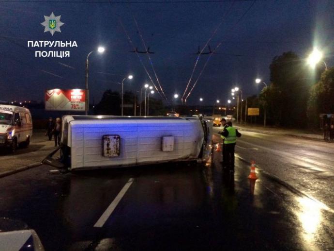 У Запоріжжі сталася серйозна ДТП з маршруткою, є постраждалі: з'явилися фото (1)