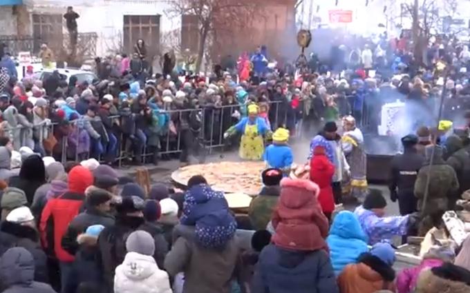 В Москве создателей гигантского блина постигла неудача: опубликовано видео