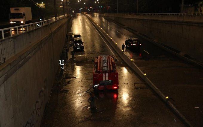 Потоп в Киеве: появились жуткие фото и видео затопленной столицы