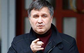 Аваков назвал число украинцев с легальным оружием