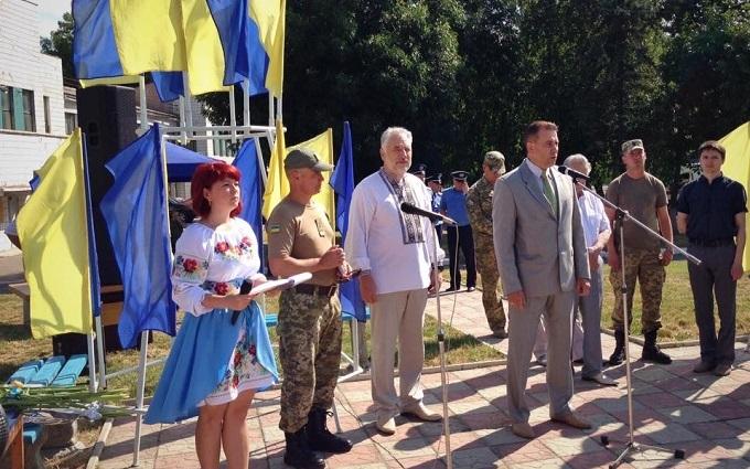 На звільненому Донбасі стався інцидент з мером міста і прапором Росії: з'явилося фото