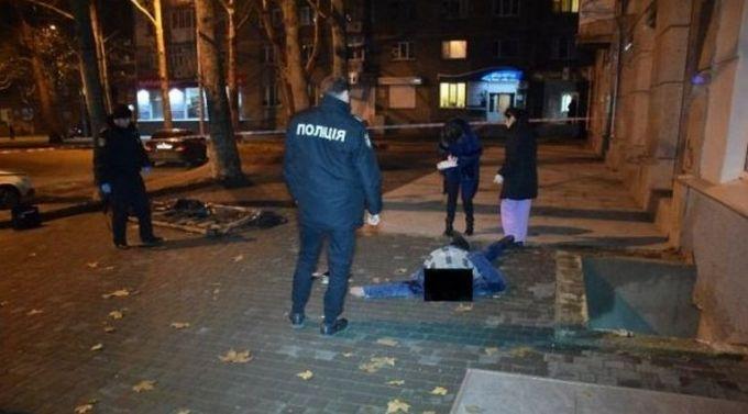 У центрі Миколаїва загинув український військовий, провалившись у яму: опубліковані фото