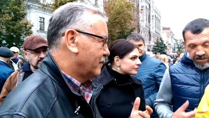 """Мітингувальники на Банковій напали на лідера """"Громадянської позиції"""" Анатолія Гриценка"""