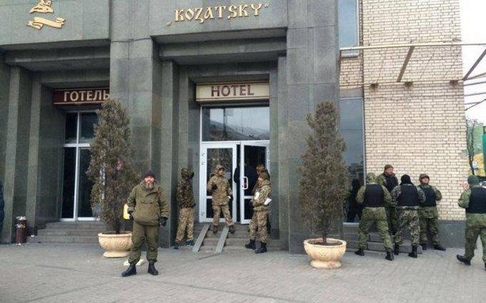 Захватчикам отеля в Киеве пригрозили силовыми действиями, - СМИ