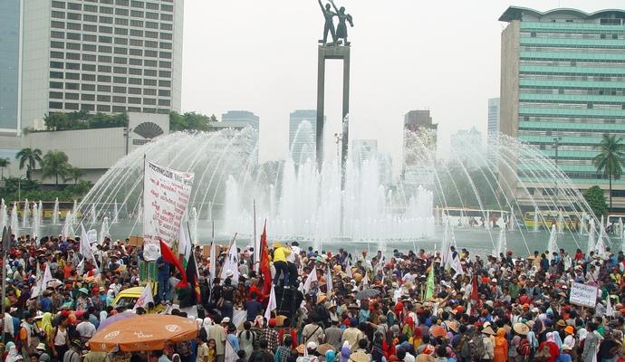 Влада знала про загрозу терактів у Джакарті. Кількість загиблих зросла