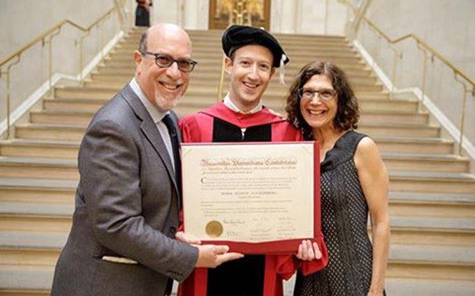 Цукерберг получил докторскую степень в Гарварде: появились фото и видео