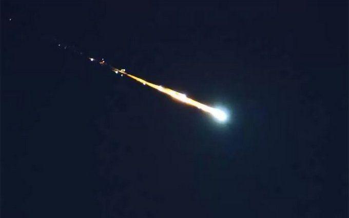 На Кубу впали два метеорита: з'явилися видовищні фото і відео