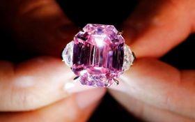 Розовое наследие: редчайший бриллиант ушел с молотка за рекордную сумму