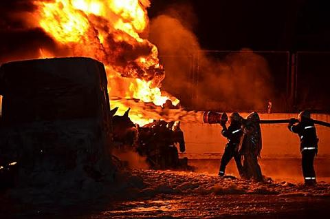 Пожежа на АЗС в Миколаєві: двоє людей отримали опіки (1)