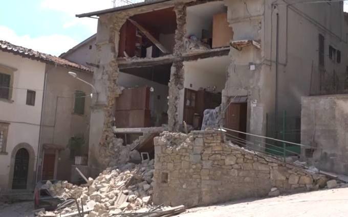 Італія в жалобі через жахливий землетрус: з'явилися нові відео і дані про загиблих