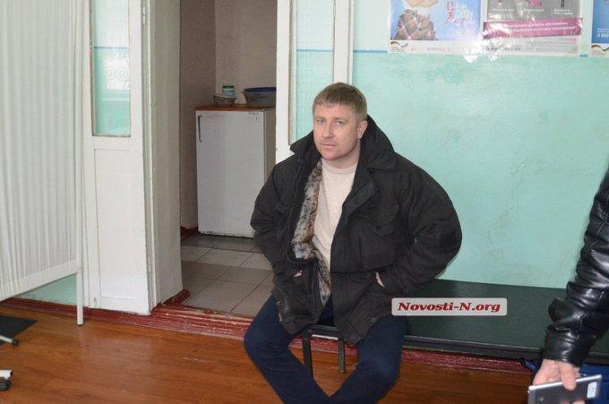 В Николаеве крупный полицейский чин разъезжал пьяным: опубликованы фото и видео (1)