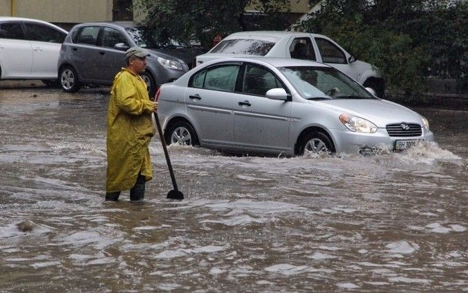Злива в Одесі побила рекорд царських часів: з'явилися нові фото і відео